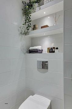 One of the main struggles of a small bathroom is the lack of storage. You can minimize, sure, but there are always a few things you will definitely need in your bathroom: towels, makeup, toothpaste… Small Bathroom Storage, Bathroom Shelves, Bathroom Vanities, Small Bathrooms, Glass Shelves, Small Baths, Hanging Shelves, Small Storage, Wood Shelves