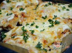 Recept Kuřecí prsa se zakysanou smetanou a sýrem Czech Recipes, Ethnic Recipes, Low Carb Keto, Mashed Potatoes, Paleo, Easy Meals, Food And Drink, Cheese, Calamari