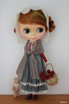 Beautiful outfit for your Blythe doll, from Hanon