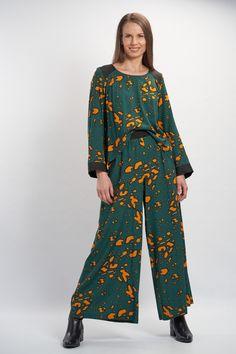 Vellamo Trousers - Green :: Vuurran.fi Seventh Wave, Wide Leg Trousers, Black Fabric, Fabric Patterns, Woven Fabric, Kimono Top, Elegant, Green, Collection