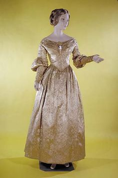 Wedding dress, 1837 via @National Museum of American History, Smithsonian
