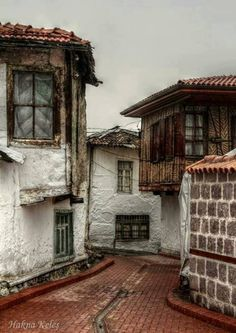 Historic Anatolian Houses ANKARA 06 # # capital of Turkey Turkish Architecture, Urban Architecture, Modern Pictures, Pictures To Paint, Abandoned Houses, Old Houses, Orient House, Casa Top, Beautiful Homes