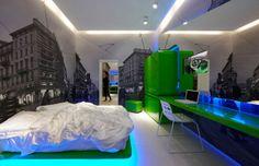 Plan je binnenkort een bezoek aan Milaan, die bruisende stad waar je minimaal eens in je leven geweest moet zijn? Overweeg dan te gaan slapen in Town @ House Street, een fantastisch boutique hotel waar je continu verbonden bent met de stad die je bezoekt. Wanden met afbeeldingen van de stad Milaan zijn er gecombineerd met levendige, felgekleurde slaap- bad- en opbergelementen. Een must see!
