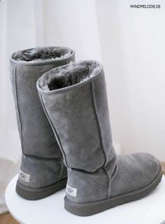 UGG Boots Outfit UGG Australia Classic Fashion trends Haute couture Style tips Celebrity style Fashion designers Casual Outfits Street Styles Women's fashion Runway fashion Sheepskin Boots, Fur Boots, Snow Boots, High Boots, Uggs For Cheap, Ugg Boots Cheap, Classic Ugg Boots, Ugg Classic, Classic Fashion Trends