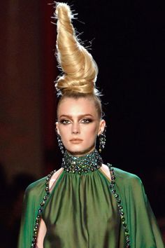 Detalles \'Haute Couture\' YODONA Crown, Couture, Fashion, Fashion Trends, Hair, Moda, Corona, Fashion Styles, Fasion