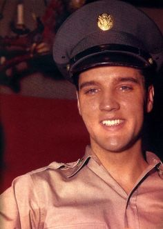 love a man in uniform - Most Beautiful Handsome Soldier EVER! - Most Beautiful Handsome Man EVER! Elvis Presley Young, Young Elvis, Elvis Presley Photos, Rock And Roll, Are You Lonesome Tonight, Graceland Elvis, Army Day, Chuck Berry, Good Looking Men