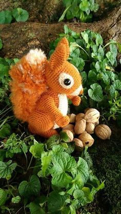 """Carolyn (mixedcreations) made this gorgeous squirrel with the pattern from """"Amigurumi Animals at Work"""" http://ift.tt/1NSQYin Have you made one too?"""