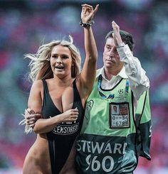 Finále Ligy majstrov medzi Tottenhamom Hotspur a FC Liverpool bolo sexi. Soccer Match, Football Match, Fc Liverpool, Grand National, Europa League, Popular Videos, Girl Running, Champions League, Humor