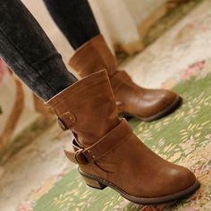 4d5e2105b73e2 Fashionable shoe boots of the new season