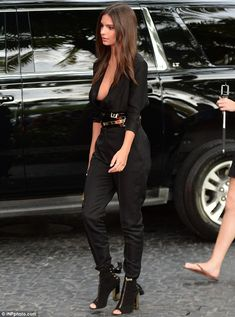 Emily Ratajkowski flaunts some serious side-boob in plunging jumpsuit Miami Fashion, Girl Fashion, College Fashion, Curvy Fashion, Fashion Trends, Emily Ratajkowski Look, Fishing Girls, Silhouette, Black Jumpsuit