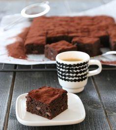 Brownies med melkesjokolade Tiramisu, Brownies, Baking, Ethnic Recipes, Desserts, Food, Cakes, Cake Brownies, Tailgate Desserts
