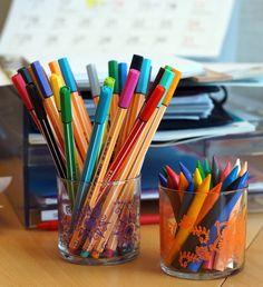 Återanvänd gamla glasljus! #office #markers #partylite #candlejars #recycle #återanvändning #glasljus Lisa Or Lena, Candle Jars, Candles, Nye, Markers, Recycling, Classroom, Fragrance, Sharpies