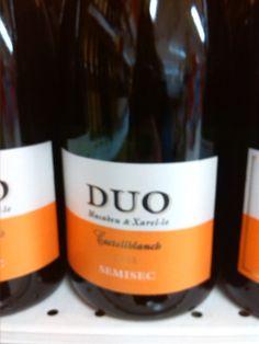 Botella de vino DUO, en latín significa dos.  Júlia Carné Muñoz, 4º B ESO.