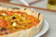 La torta salata porri e pomodorini è il mio contributo alla Settimana Nazionale delle Torte Salate per il Calendario del Cibo Italiano Calendar