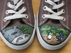 DIY Handpainted Totoro Sneakers! OMG almost died when I saw this :D