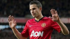 Robin Van Persie is one of the most popular footballers in the world. He is a striker and is known for his ability of scoring goals. Handsome Football Players, Manchester United Top, Robin Van, Van Persie, Celebrity Hairstyles, Celebrities, Hair Styles, Mens Tops, Unpopular Opinion