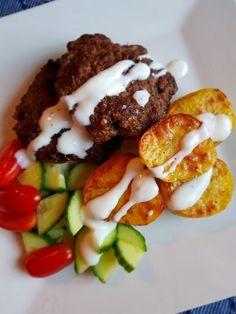 Kyckling Paneng Red Curry – Nadjaskitchen.se Phad Thai, Sambal Oelek, Quorn, Halloumi, Jambalaya, Orange Crush, Camping Meals, Bacon, Broccoli