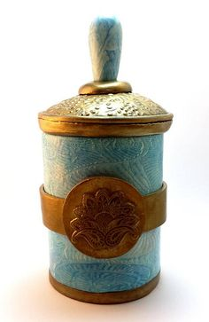 Polymer clay box by Juna Biagioni. It actually consists of two smaller boxes stacked on top of each other. Surface treatment with alcohol inks, mica powders, varnish and wax.