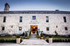 La granjilla exterior fachada de piedra Mansions, House Styles, Home Decor, Exterior, Stone Exterior, Windows, Wedding Locations, Corporate Events, Dream Wedding
