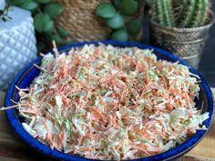 Zelf een coleslaw maken is echt super simpel en zoveel lekkerder dan kant en klaar uit de supermarkt. Dit recept maak je binnen 1 minuut! Easy Healthy Recipes, Veggie Recipes, Salad Recipes, Cooking Recipes, Coleslaw, Vegan Challenge, Superfood Salad, Tapas, Good Food