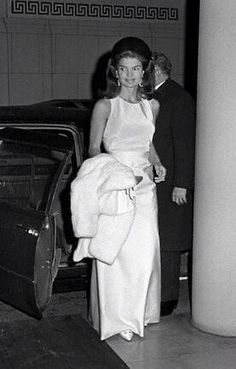 Nadire Atas on Jacqueline Kennedy Onassis Jackie Kennedy arriving at a formal function, September Jacqueline Kennedy Onassis, John Kennedy, Jackie Kennedy Style, Les Kennedy, Jaqueline Kennedy, Lee Radziwill, Grace Kelly, Familia Kennedy, White Fur Coat