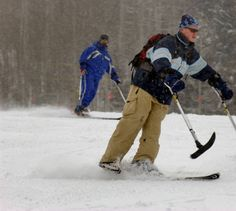 Captain David Rozelle, a member of the Third Armored Cavalry , skis a run at Vail Friday morning. Rozelle, who lost a foot when his HUmvee hit an anti-tank mine in Iraq, has been planning ski outings for other Iraq War vets who have lost limbs. While he normally uses to skis, Rozelle is learning adaptive skiing so he can teach other vets in the future. ///Captain David Rozelle, a member of the Third Armored Cavalry , skis a run at Vail. Rozelle, who lost a foot when his Humvee hit an…
