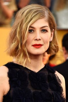 The Bold & The Beautiful At The SAG Awards #refinery29  http://www.refinery29.com/2015/01/81271/best-beauty-looks-sag-awards-2015#slide-3  Rosamund Pike  Rosamund continued her hair hot streak with her award-season bob. She opted for a seriously textured, woke-up-like-this curl. To create the sleek part along with the tousled curls, stylist Maranda Woodland spritzed Matrix StyleLink Volume Boost Full Lift Volumizer Spray (available in salons).    Her hair paired gorgeously with her ...