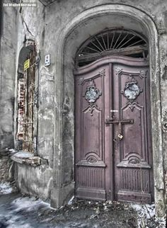Stare drzwi do kamienicy / Tenement house doors | #old