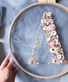How to make embroidery hoop art with dried flowers. Olga Prinku shares her simple step by step DIY tutorial to create your own hoop with dried flowers. Click through for other stunning ideas you'll love to try too Embroidery Hoop Crafts, Simple Embroidery, Hand Embroidery Designs, Embroidery Art, Embroidery Stitches, Embroidery Patterns, Flower Embroidery, Wedding Embroidery, Crochet Stitches