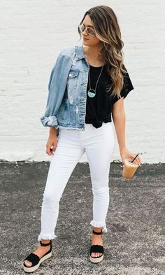 5 maneiras de usar a jaqueta jeans feminina, Spring Outfits Classy, Simple Outfits, Fall Outfits, Casual Outfits, Cute Outfits, White Jeans Outfit Summer, Summer Outfits, Spring Fashion Casual, White Pants