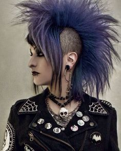 The lovely Ana Cadaverous with purple hair! I just had to pin this somewhere.& her hair is pretty frickn wicked! Punk Fashion, Gothic Fashion, Deathrock Fashion, Lolita Fashion, Fashion Boots, Chica Punk, Moda Medieval, Mode Punk, New Wave