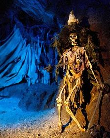 pirates of the caribbean skeleton | skeleton holding a sword in the Pirates of the Caribbean ride at the ...