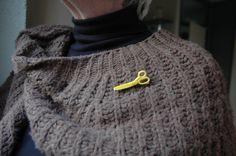 Scissors brooch pin yellow (6.00 EUR)
