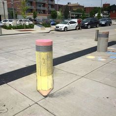 Since artist and illustrator David Zinn has stalked the streets of Ann Arbor, Michigan, creating temporary illustrations with chalk and . 3d Street Art, Urban Street Art, Street Art Graffiti, Street Artists, Graffiti Artists, David Zinn, New York Graffiti, 3d Chalk Art, Sidewalk Chalk Art