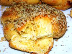 28 Romanian Foods The Whole World Should Know - oneJive Romanian Desserts, Romanian Food, Romanian Recipes, No Bake Desserts, Dessert Recipes, Sweet Dough, European Cuisine, Sweet Bread, International Recipes