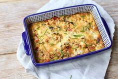 Vandaag hebben we een super simpel recept, namelijk: frittata uit de oven. Wij hebben gekozen voor een frittata met ui, courgette, prei en paprika, maar je kunt ook kiezen voor andere groenten of een