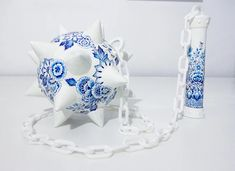 in the delft blue style of ceramics, artist helena hauss has sculpted and hand painted a series of highly unconventional 'weapons'. Delft, Granada, Cerámica Ideas, Pen Design, Hand Painted Ceramics, Ceramic Painting, Blue Fashion, Unique Art, Weapons