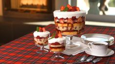 Is it time for dessert yet? Traditional Red Berry Holiday Trifle Recipe | http://aol.it/1bOvuPd #Christmas