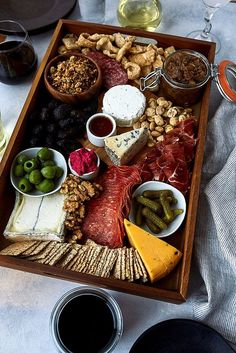 How-to Build an Epic Grain-free Cheese and Charcuterie Board - Tasty Yummies Charcuterie And Cheese Board, Charcuterie Ideas, Cheese Boards, Healthy Appetizers, Appetizer Recipes, Yummy Recipes, Savory Waffles, Grain Free Granola, Charcuterie Board