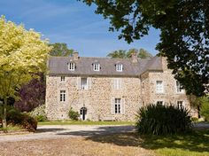 Located in Lamballe, Saint Aaron in the Brittany countryside, this century manor with huge outbuildings and beautiful gardens was resto. Casas Shabby Chic, Estilo Shabby Chic, Beautiful Gardens, Beautiful Homes, Beautiful Places, Grand Parc, France Photos, French Country House, Country Living
