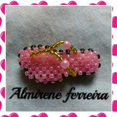 Chinelinha rosa feita com micanguinhas