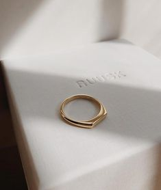 Handmade gold rings, engagement ring and wedding bands by RUUSK jewellery. - Handmade gold rings, engagement ring and wedding bands by RUUSK jewellery. Custo… Informations Abo -