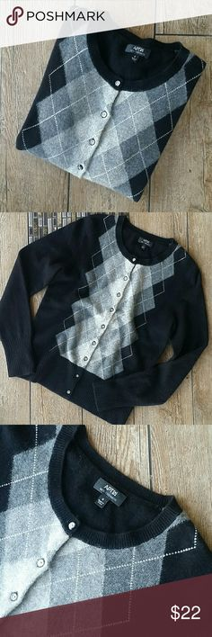 """APT. 9 CASHMERE CARDIGAN Black with light and dark gray argyle  100% cashmere Print on getting/solid back Metallic buttons 17"""" armpit to armpit 22"""" shoulder to hem No rips, stains or pilling Smoke free home Apt. 9 Sweaters Cardigans"""