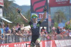 Davide #Formolo ha vinto la tappa 4 del #Giro d'Italia da Chiavari a La Spezia al termine di un'azione in solitaria partita a -13 dall'arrivo prima dell'inizio del Gpm di Biassa.  Ecco foto, classifiche e video delle fasi finali  http://www.mondociclismo.com/giro-ditalia-a-la-spezia-vince-formulo-classifica-rivoluzionata-foto-e-video-20150512.htm  #ciclismo #mondociclismo #giroditalia