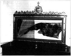 """Une relique existe dans l'église de Bussy-Saint-Martin, connue sous l'appellation de la """"Manche de Saint Martin"""" elle a été archivée sous l'appellation de """"Fragment d'un ancien vêtement vénéré sous le nom de « chape de Saint-Martin ». Un article intéressant fait le point sur son authenticité.LEXIQUE D'UN CHRETIEN ORTHODOXE ORDINAIRE: ST MARTIN , égal aux apôtres, St patron de la FRANCE"""