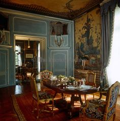 Duke & Duchess of Windsor Paris home ~ The walls of the dining room are covered in century Chinese panels with a mirrored recess and minstrels' gallery at one end