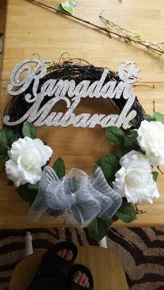 Our Ramadan wreath Ramadan Sweets, Ramadan Crafts, Ramadan Decorations, Islam Ramadan, Ramadan Mubarak, Ramadan 2016, Fest Des Fastenbrechens, Muslim Holidays, Eid Party