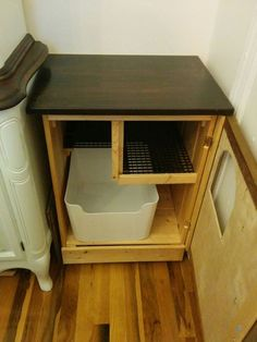 Hidden Litter Box With De-littering Cat Walk: My boyfriend and I live in a tiny Brooklyn studio apartment, approx 350 sq Hiding Cat Litter Box, Diy Litter Box, Hidden Litter Boxes, Litter Box Enclosure, Dog Proof Litter Box, Cat Liter, Liter Box, Cat Room, Pet Furniture