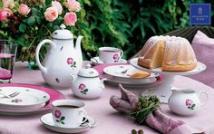 Coffee Pot, Sugar Bowl, Jug, Coffee Cup, Center Piece and Dessert Plate Shape Schubert, Pattern Viennese Rose. Setting Plate Shape Schubert with Coloured Border Pink and Platinum Rim. #Augarten #ViennaPorcelain #AustrianTradition