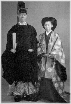 Princess Yasuko    ■妻 高木正得子爵の娘 百合子 1923- 大正12-     ...  A couple dressed in heian robes.